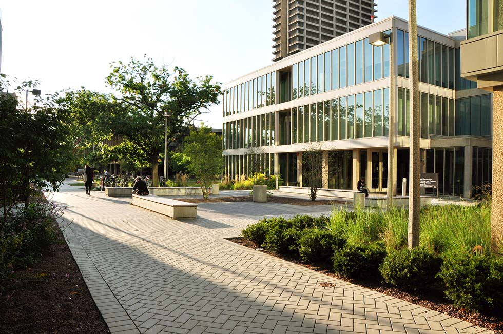 Chicago campus landscape design uic douglas hall for Landscape design chicago